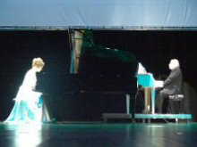 The piano duet of the white queen and the black king
