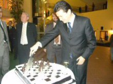 Kirsan Nikolaevich is cutting the cake presented to him by Alexander Vasilievich in celebration of the 10th anniversary of the FIDE presidency!